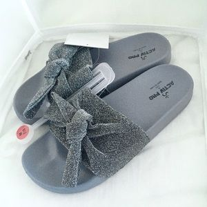 Shoes - Sparkly silver mesh bow orthotic slides NWT